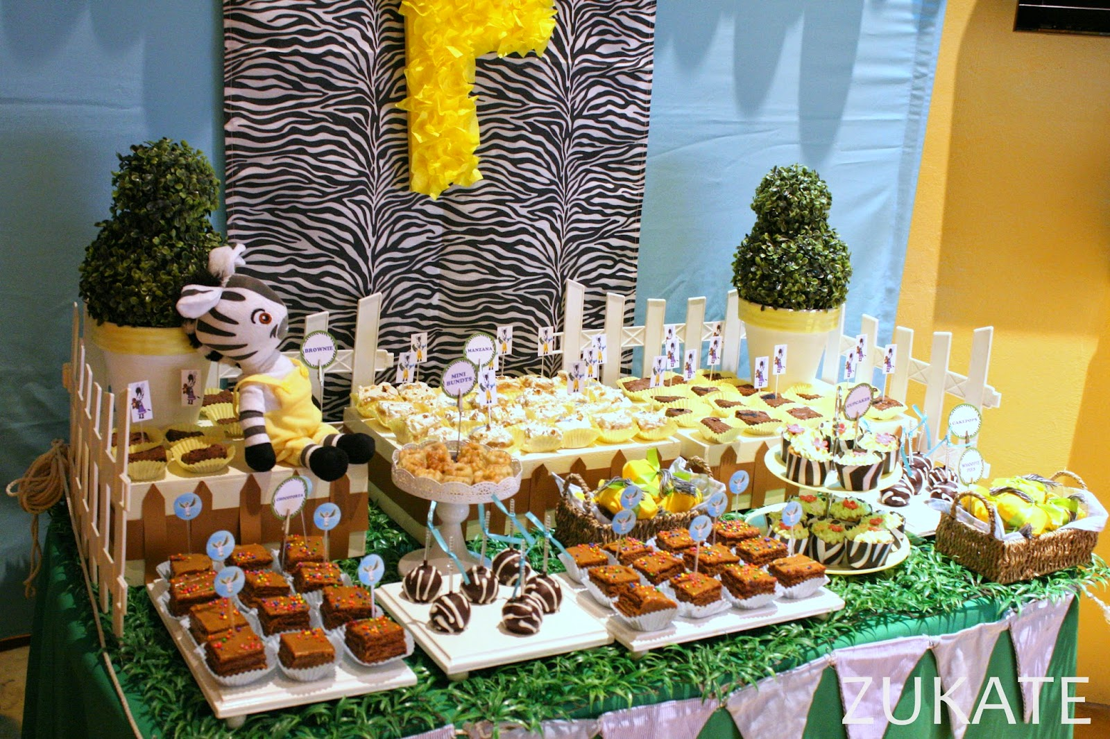 Mesa dulce de la cebra zou para fede zukate for Decoracion para mesa dulce
