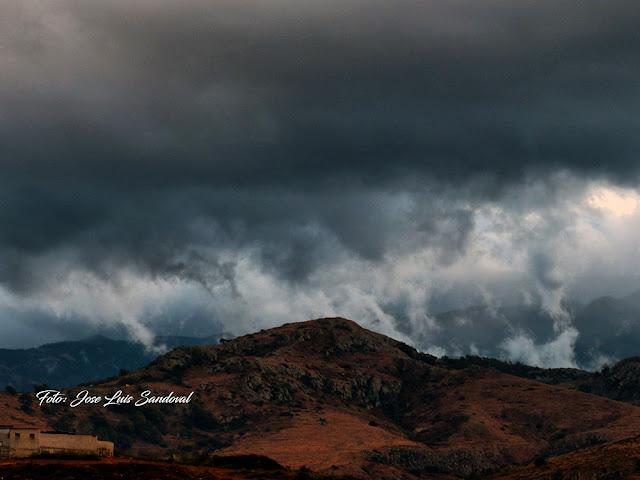 El Gobierno de Canarias declara alerta por lluvias a partir de mañana martes 25 octubre