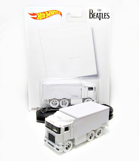 Hot Wheels  Beatles White   Hiway Hauler
