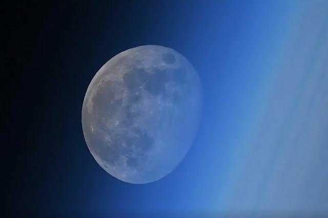 Μοναδικό βίντεο με τη δύση του φεγγαριού από το διάστημα!!!
