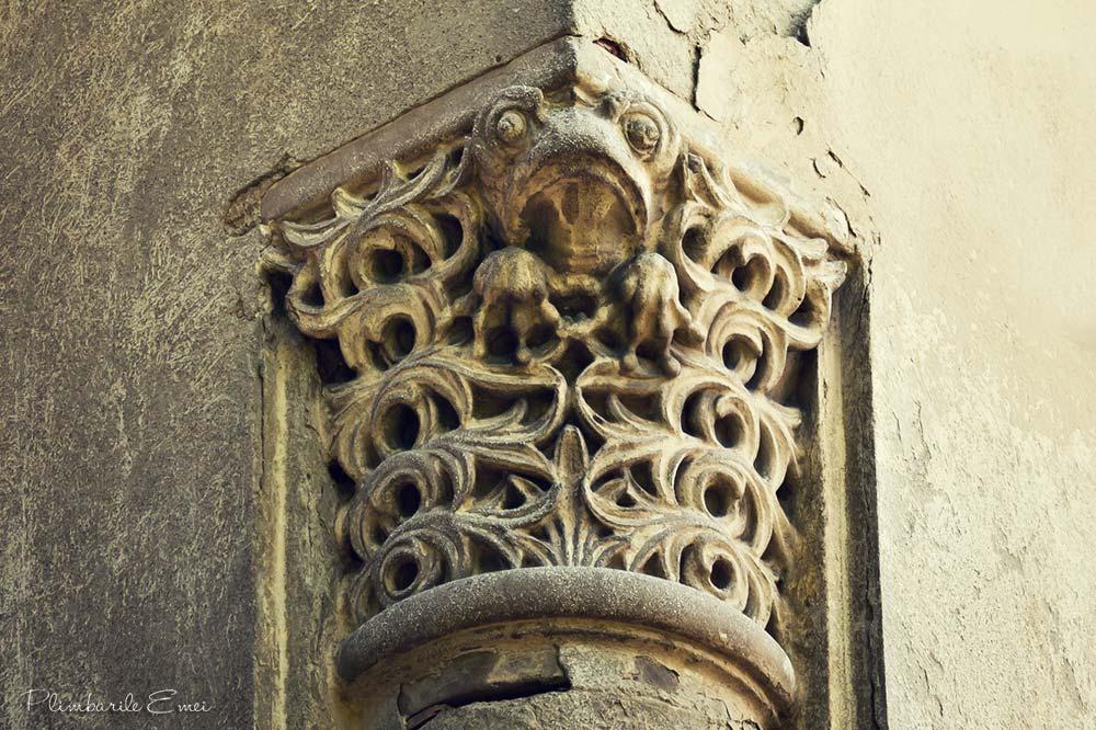 Domenii Bucuresti arhitectura broasca capitel decorativ