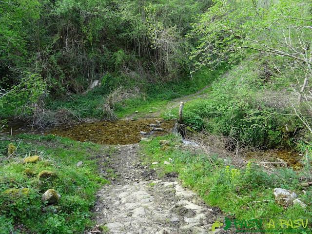 Cruzando Río Quemado bajo Omedal