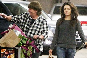 Mila Kunis helps in the house mother of Ashton Kutcher