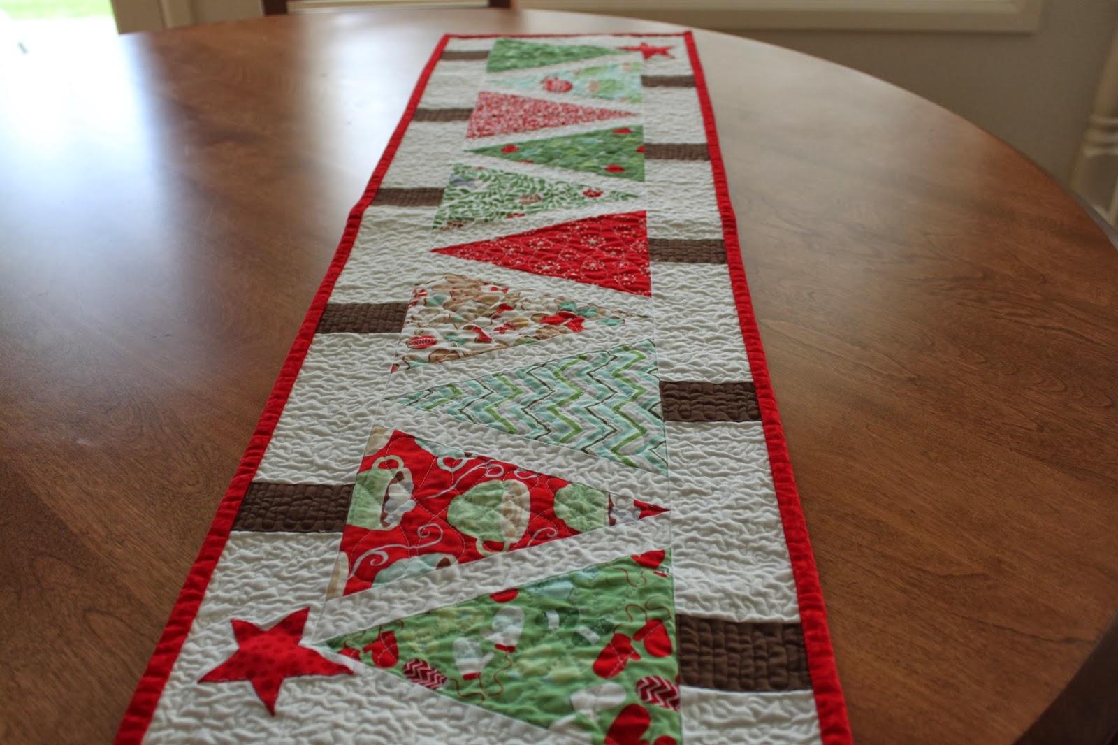 Sea Salt Quilts: Christmas Table Runner