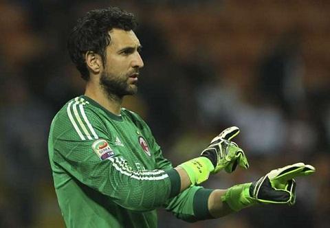 Những lần thủng lưới của Milan một phần nào đó thuộc về trách nhiệm của Diego Lopez.