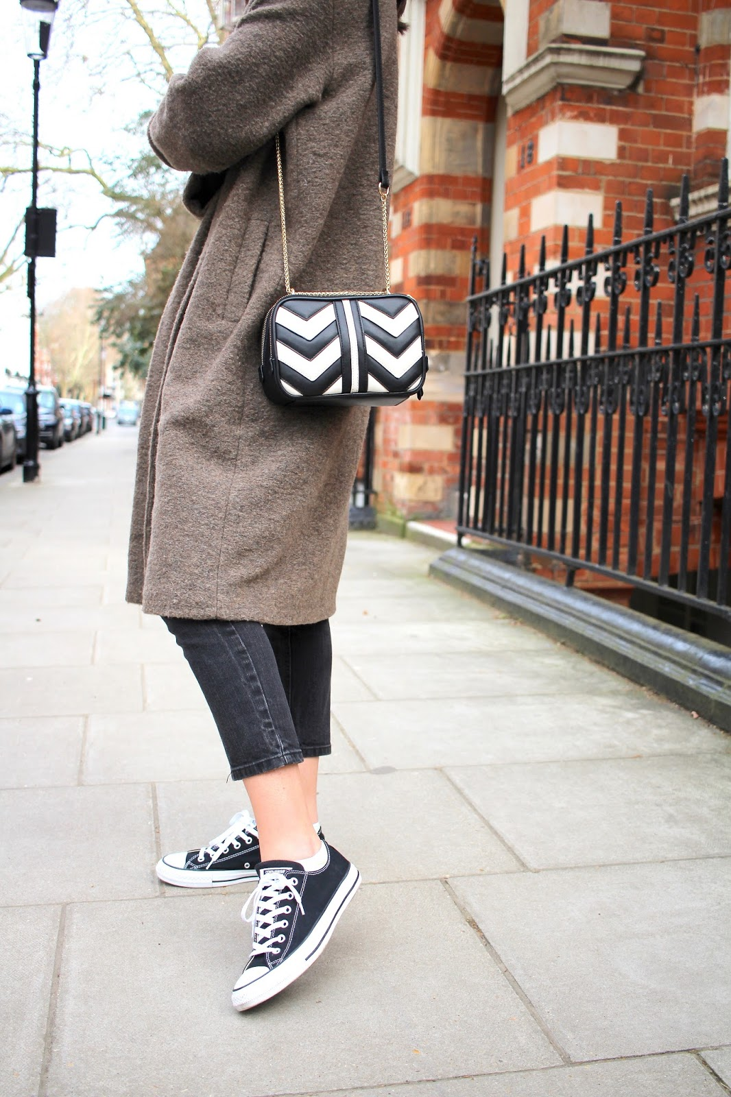 monochrome bag accessorize black and white converse