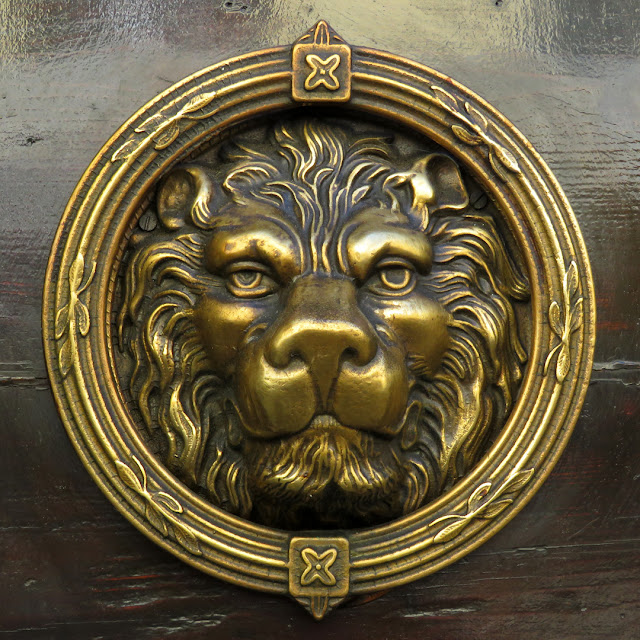 Lion head on a front door, Via Verdi, Livorno