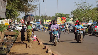 Many motorbikes driving from Missira to Bamako for work
