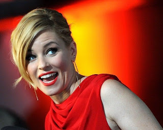 We could get lost in our eyes, despite Elizabeth Banks was hypnotized us in her close and personal dress for Hunger Games premiere. The 40-year-old strolled into the red carpet in a gorgeous red long gown to the event at Berlin, Germany on Tuesday, November 11, 2014! Thanks to her backless region.