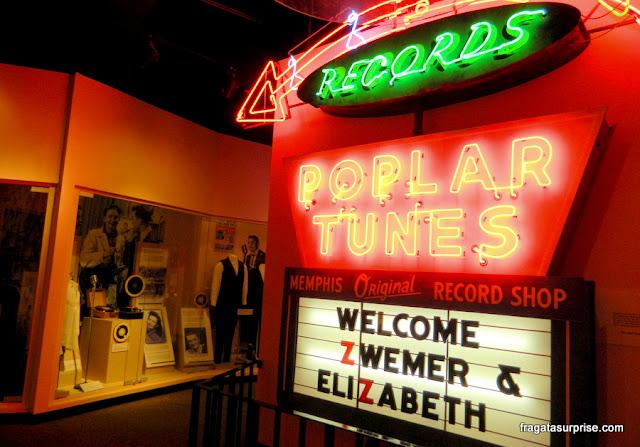 Letreiro da loja de discos Poplar Tunes conservado no Rock'n'Soul Museum de Memphis