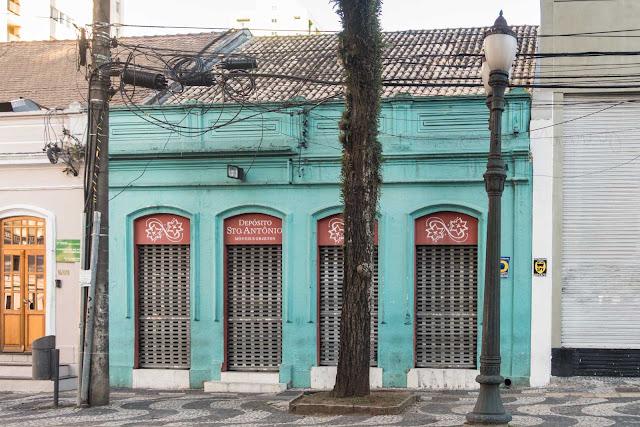 Outra casa antiga na Comendador Araújo