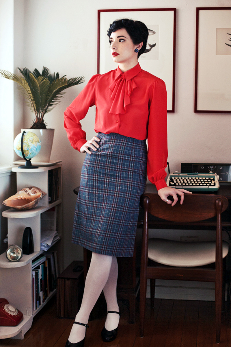 candid+retro+vintage+look++plaid+skirt+white+nylons+high+heels 10 inspirações de saia midi