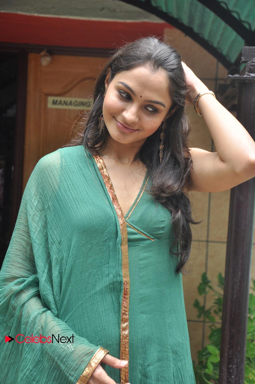 New hindi hot short moviesfilms 2016 chor ne sab loot liya - 1 1