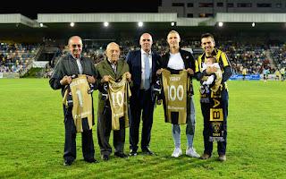 Los cuatro homenajeados en el partido