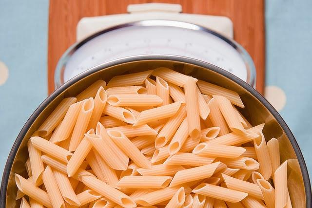 Como comer massa e fazer dieta: truques e alternativas