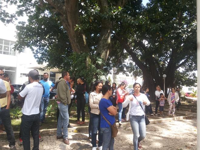 Servidores públicos de Morro do Chapéu fazem protesto contra atraso de salários