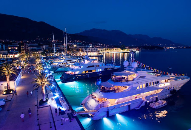 Large Yacht Port