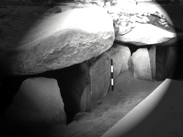 Gambar rumah kubur batu megalitik
