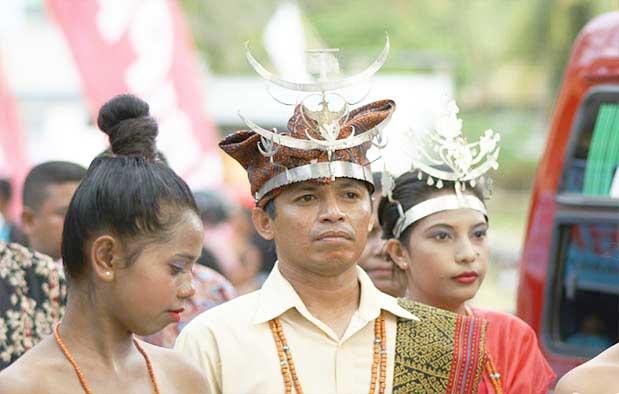 Pakaian Adat Suku Sabu