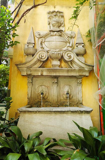 Fuente monumental en el tercer jardín del Museo Sorolla