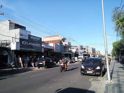 Salah satu koridor jalan di Surabaya