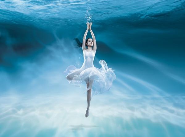 The dance under seawater beautiful psd layered Free psd