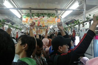 Sebaiknya Jangan Makan Permen Karet di Dalam Kereta (Apalagi Yang Penuh Sesak Dengan Mulut Berbunyi Terus Menerus)