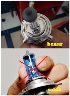 pernahkah kalian mendengar bahwa lampu baik motor ataupun lampu mobil yang berisi gas hal Inilah Alasan Lampu Halogen Tidak Boleh Disentuh Tangan
