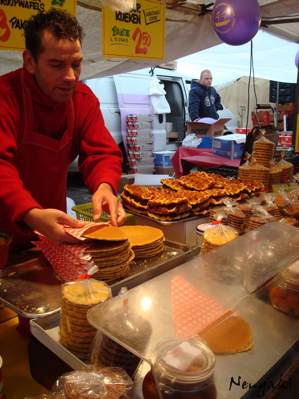 family-friendly Amsterdam - a stroopwafel vendor