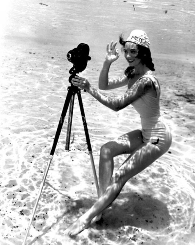 11-Bruce-Mozert-The-Birth-of-Underwater-Photography-and-Filming-www-designstack-co