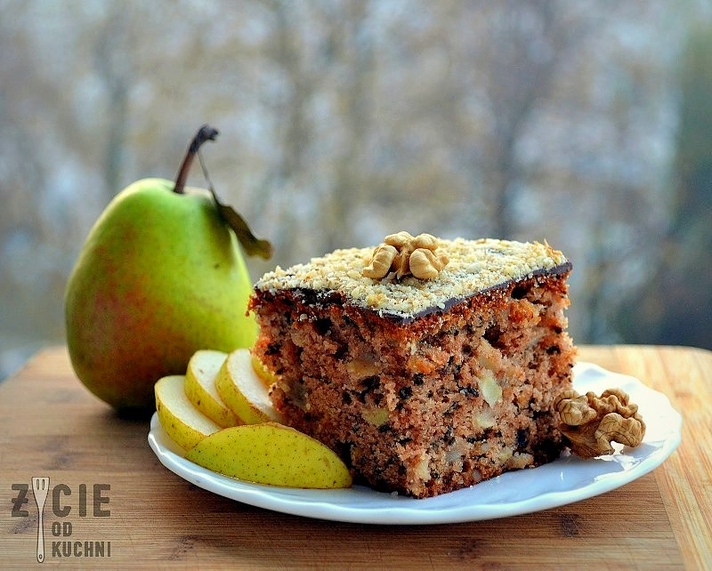 ciasto orzechowo gruszkowe, pazdziernik sezonowe owoce pazdziernik sezonowe warzywa, sezonowa kuchnia, pazdziernik, zycie od kuchni