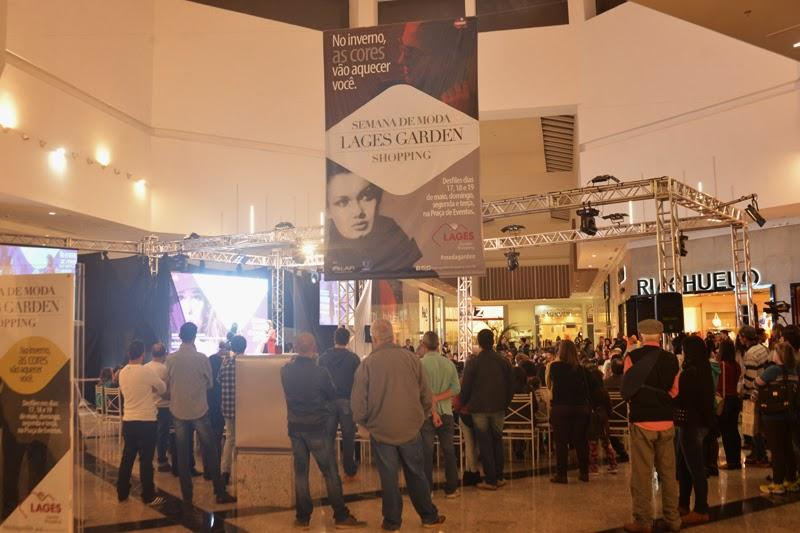 bbca9828c Público marca presença na 2ª noite de desfiles da Semana de Moda do Lages Garden  Shopping