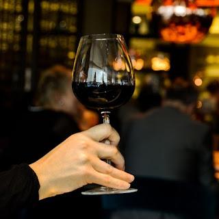 vinopije-napijanje-vinom