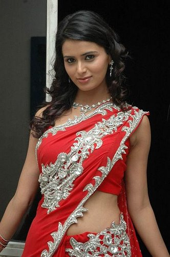 bhabhi-in-red-silver-red-sari