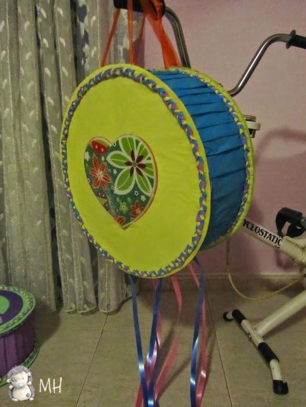 Piñata hippie flores y corazones