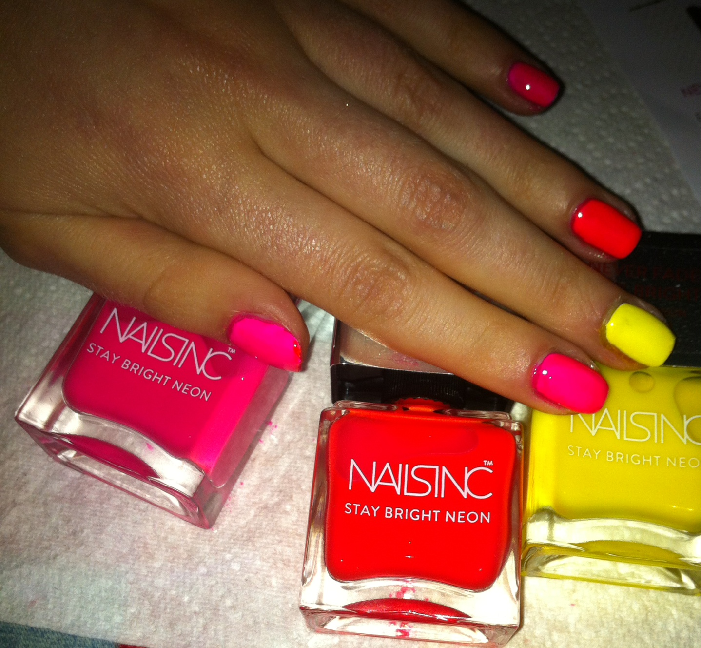 Oogle Makeup: Nails Inc Neon Nail Polish REVIEW
