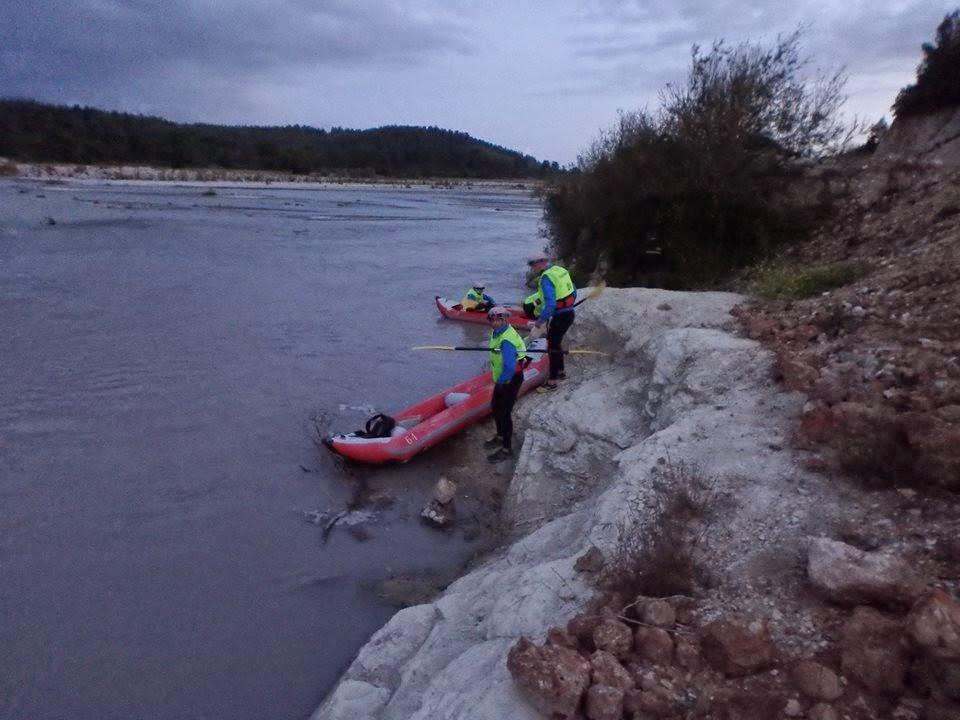 987d1c303f7 Jõgi oli lai, madal ja kiirevooluline. Täispuhutavad kajakid on tasasel  veel päris aeglased, etapil punkte ei olnud ja seega küpses plaan, et  laseme ennast ...