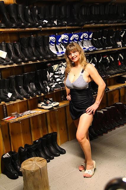 Viivi, bathing suit, big breasts, mc store, uimapuku, isot rinnat, moottoripyöräliike