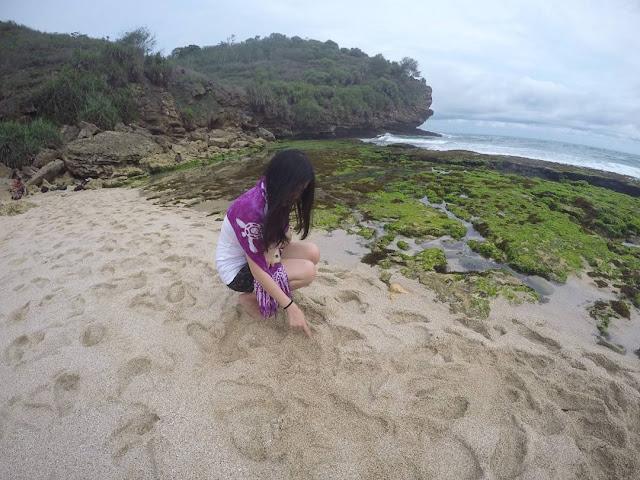 foto pemandangan pantai tiamang