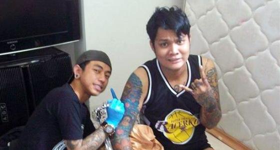 Jadi Mualaf Penuh Tatto, Virgoun Dilarang Menghapus nya Karena Syekh ini