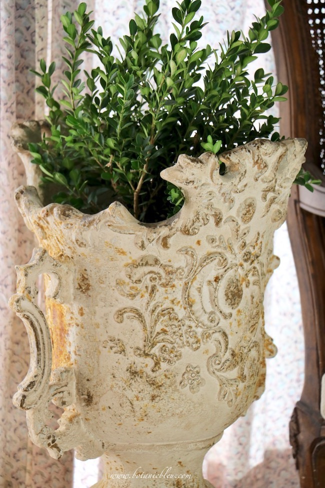 Summer French Country Living Room Estate Urn With Live Boxwood