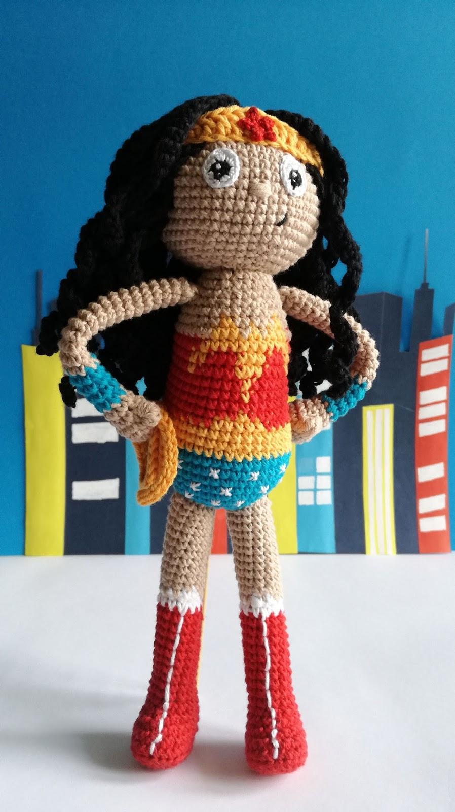 Wonder Woman toy - a free crochet/amigurumi pattern - hellostitches xo   1600x898