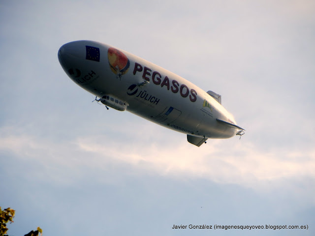 Dirigible Pegasos en Friederichshafen - Pegasos airship in  Friederichshafen