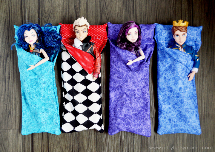 Disney Descendants Slumber Party with Doll Sleeping Bag Tutorial at artsyfartsymama.com