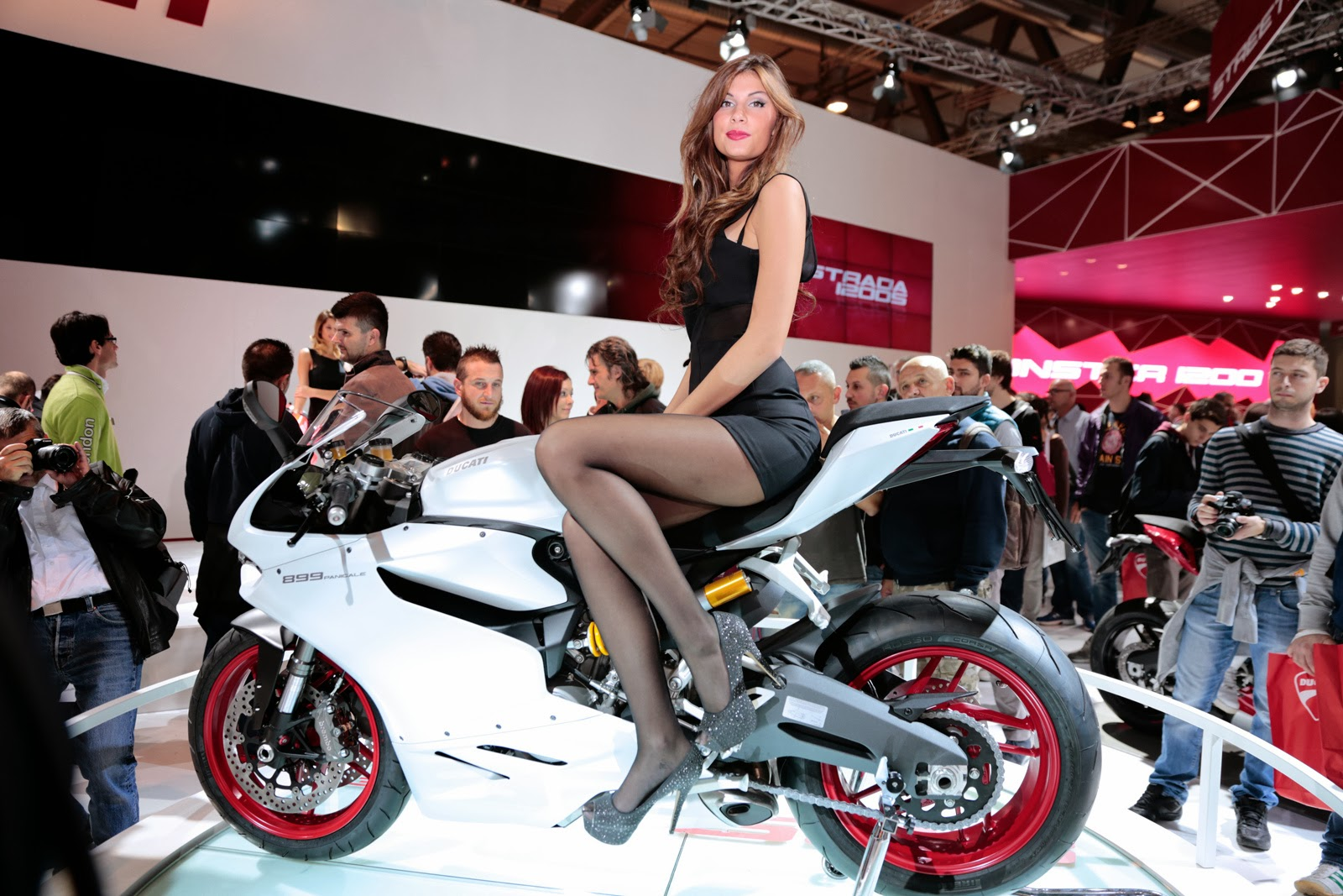 Daisy ducati is going to be in full control all the way to t - 2 1