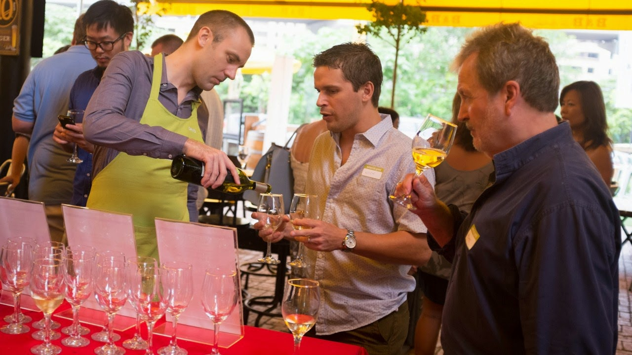 french_sommelier_david_stephan_serving_wines