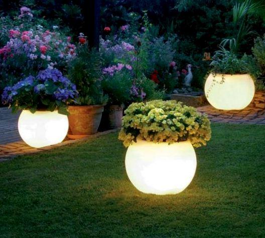 Beleuchtete Pflanzkübel