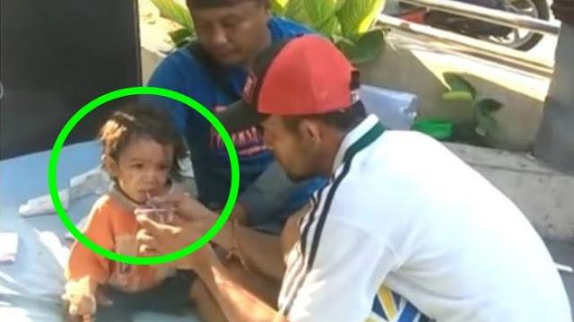 Bayi Laki-laki Ini Ditemukan Masih Hidup di Parit Pasca Tsunami di Palu