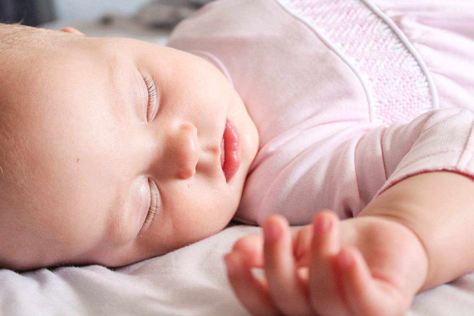 sweet sleeping baby wallpaper