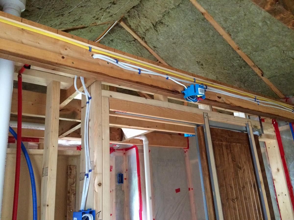 riveredge hiding wires electrical boxes 2 rh riveredge jaybee blogspot com Ceiling Joist Spacing Ridge Board